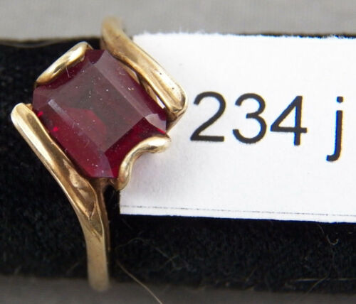 Nice 10K Solid Gold Ring, w/ Ruby?, Size 6 1/2