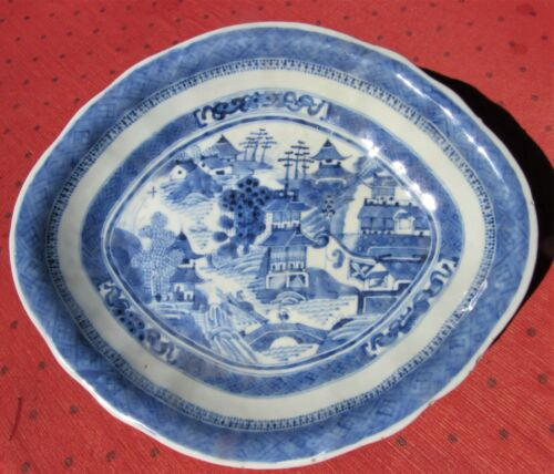 GORGEOUS ANTIQUE CHINESE BLUE & WHITE PORCELAIN CHINESE EXPORT FOOTED BOWL