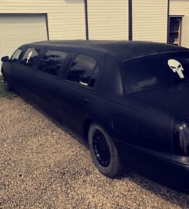 2002 lincoln town car limo