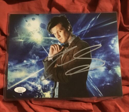 DOCTOR WHO 8X10 PHOTO~SIGNED BY MATT SMITH+JSA COA~3694~BLUE~SPACE~CLOUDS