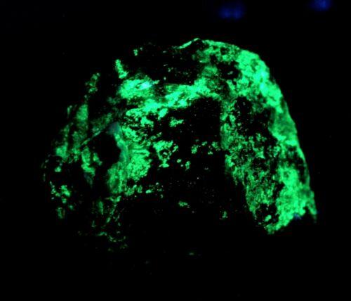 Bright green fluorescence! Autunite uranium crystal, fine TN Ruggles Mine, NH