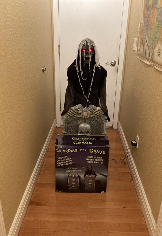 Spirit HalloweenGuardian of the Grave Prop Animatronic Grim Reaper Retired RARE