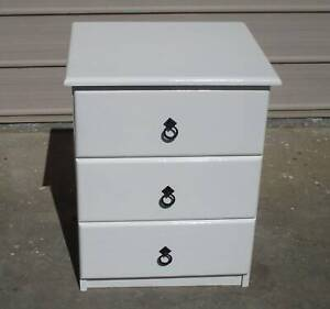 REFURBISHED 1. ONLY X 3 DRAWER BEDSIDE TABLE GLOSS WHITE