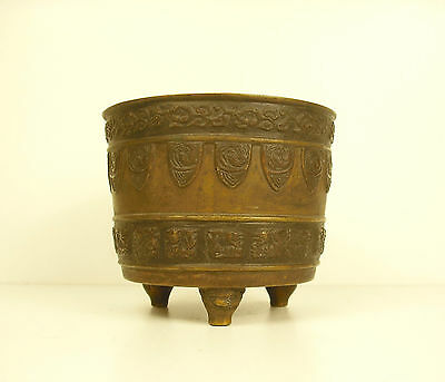 Pot Tripod Bronze China towards 1900 Chna circa 1900 480 G H : 8,5 CM