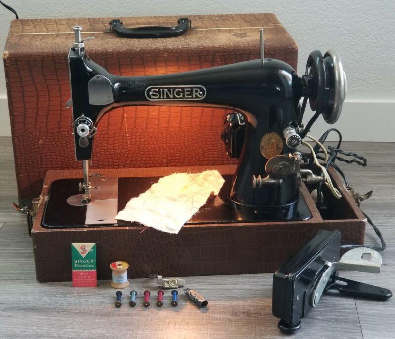 Antique Singer Sewing Machine 27 w/Portable Case Works Clean