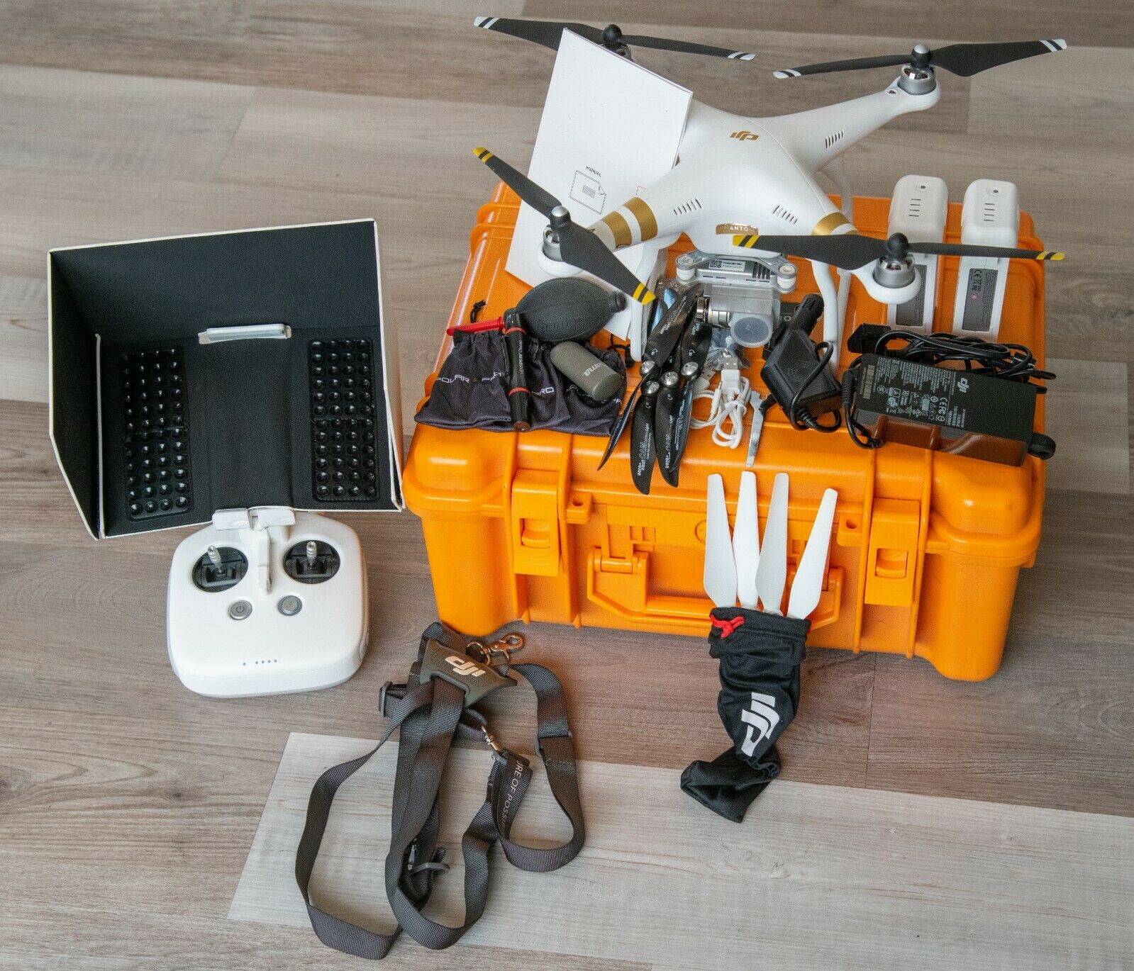 DJI Phantom 3 Pro 4k Drohne Weiß inkl. Controller und B&W Outdoor Case Type 61