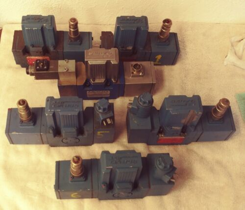 MOOG HYDRAULIC PROPORTIONAL VALVES:::  6 available:::