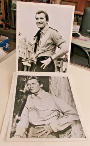 2-Roy Thinnes Photographs, 8 x 10 Photos, The Invaders, Far Side of the Sun
