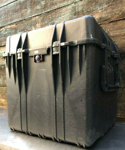 """Pelican 0370 Interior 24 x 24 x 24"""" Protector Cube Case Exterior 26.5x26.5x25.25"""