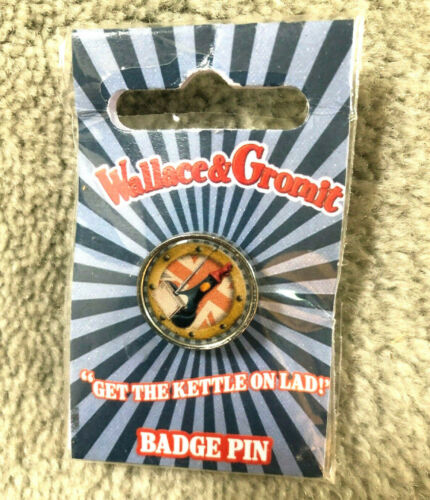 New Sealed In Package Walkace & Gromit 'Get The Kettle On Lad' Badge Pin