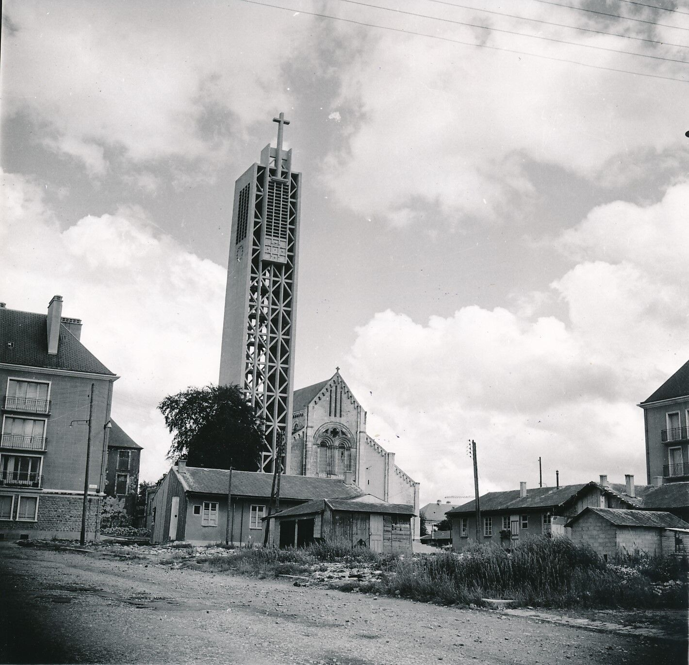 SAINT-Lô c. 1950 -  Maisons  Clocher Église Ste Croix  Manche  - Div 7878