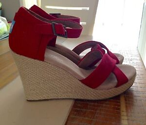 Brand New TOMS wedges, size 8