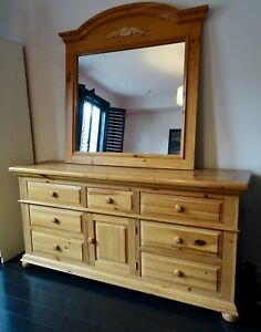 Broyhill dressed and mirror - excellent condition