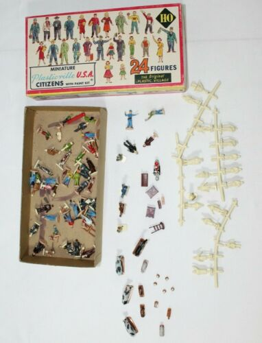 PLASTICVILLE USA CITIZENS PEOPLE 2606 Farm Animals & More MIXED LOT HO SCALE
