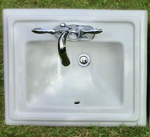 Lavabo presque neuf / Sink - nearly new