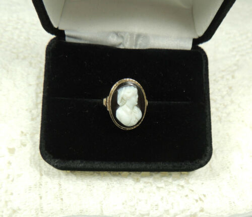 Antique 10K Yellow Gold and Black Onyx White Face Cameo Ring Early1900s Size 4.5
