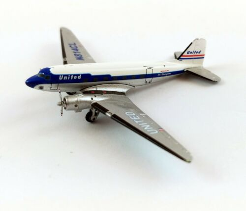 Gemini Jets United Airlines Douglas DC-3 Mainliner Diecast Model Airplane 1:200