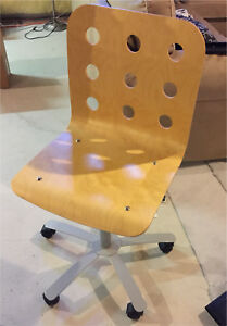 Birch desk chair in great condition.