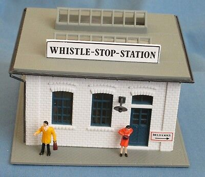 HO Scale Pola Lighted Whistle Stop Station 1990 Lighted