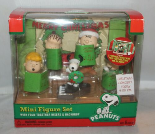 Peanuts Mini Figure Set Charlie Brown Christmas Concert with Play Stage