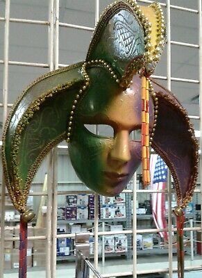 Mardi Gras Masks And Beads (Mardi Gras Zone Exclusive Traditional Colored And Beaded Decorative)