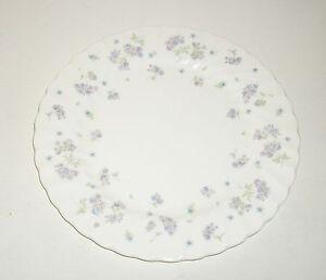 Wedgwood April Flowers Medium Plate (approx 21 cm / 8.5 inch).