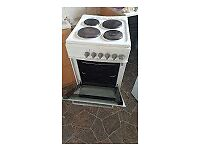 New World Cooker with 4 rings, Oven and Grill , Good condition.