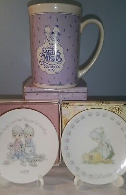 Precious moments lot of two small decor plates w/ stands  mug.1988