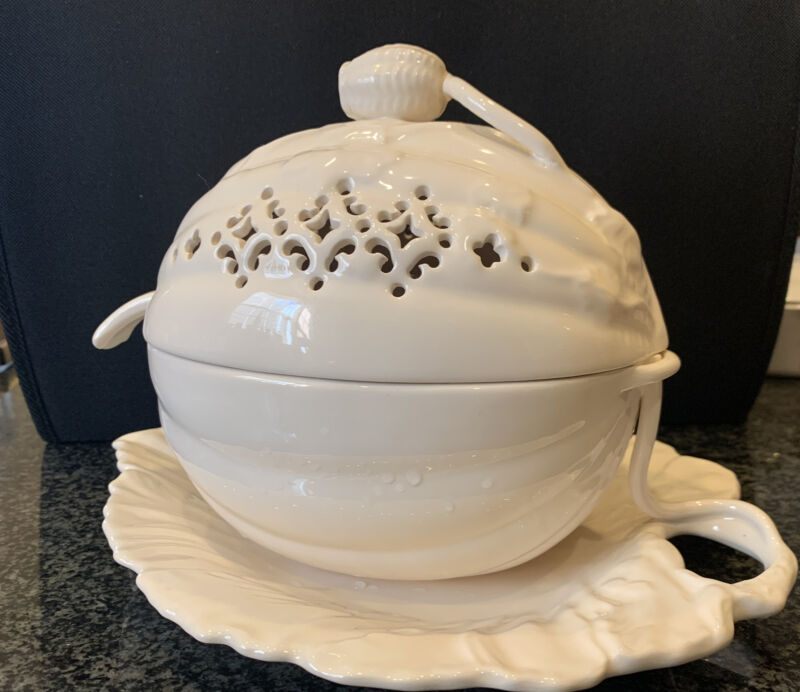 Rare Leeds Creamware Hartley Greens and Co. Tureen Pumpkin / Leaf / Ladle