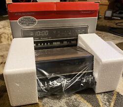 Vintage Realistic Chronomatic 260 AM/FM Alarm Clock 12-1567 Brand New Open Box