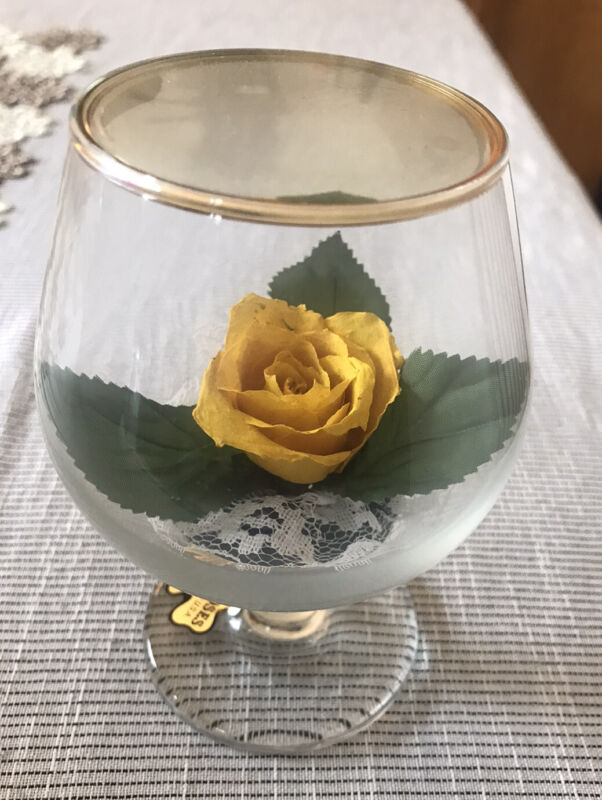 Vintage Chesterseal Lifesake Flowers Real Roses Made In USA Decoration