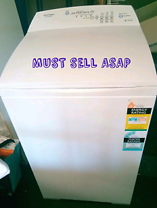 NEED IT GONE - Fisher & Paykel 5.5KG Washing Machine Robina Gold Coast South Preview