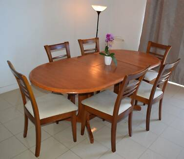 SALE Dining Table Set In Great Condition