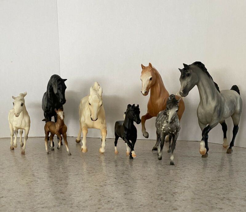 VTG Breyer Horses 8 In Lot Varied Sizes 10x9 7x5 4x5 Collectible Play Ages4+