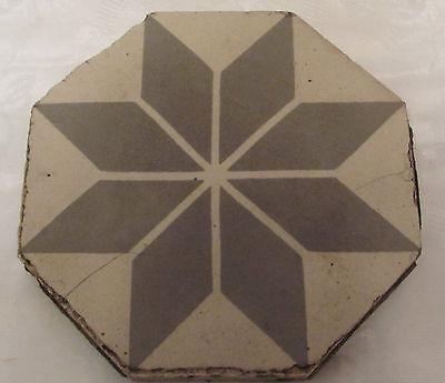 Antike Fliese  grau -weiß  8 eckig - sammeln