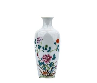 An Antique Chinese Famille Rose Decorated Porcelain Vase