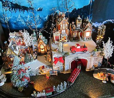 Christmas LIGHTED TRAIN TUNNEL Village Display platform base Dept 56 Lemax snowy