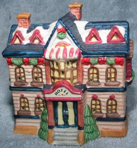 Christmas Village Hotel w Light Dickens Sugar Creek HO Scale Porcelain 1996 Mint