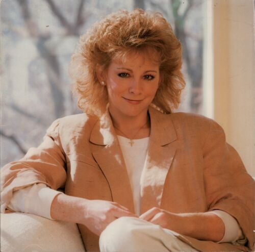 REBA McENTIRE 1988 REBA TOUR CONCERT PROGRAM BOOK / BOOKLET / VG 2 NMT