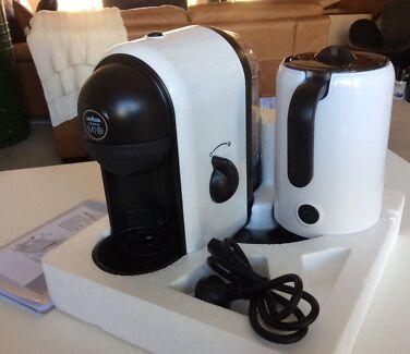 Lavazza espresso coffee maker machine with milk frother NEW