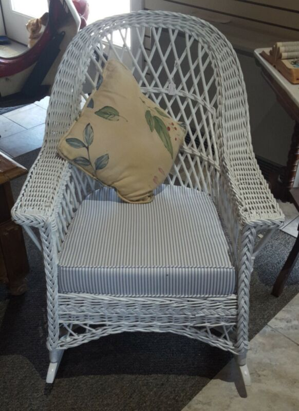 VINTAGE ♡ NICE LARGE WHITE WOOD WICKER ♡  PATIO PORCH LIVING ROOM ROCKING CHAIR