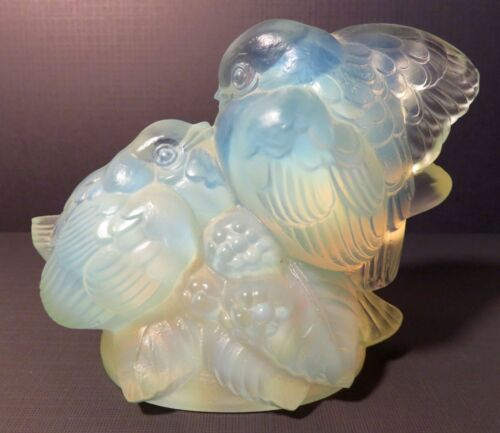 SABINO FRANCE OPALESCENT SIGNED ART GLASS: TWO BIRDS ON A BERRY BRANCH  FIGURINE
