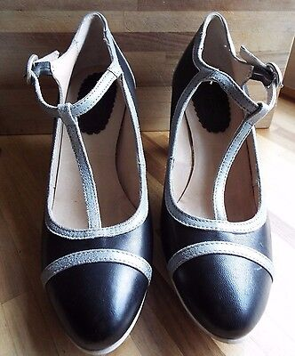 Khrio Leather Black & Silver T Bar Mary Jane look Buckle Heel shoe Size 7 NEW
