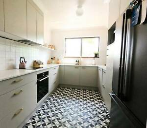 Renovated, spacious 3 bedroom unit in Ascot, great views, top location