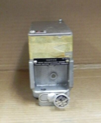 Cutler-Hammer 10316H50 Rotary Shaft switch. New.