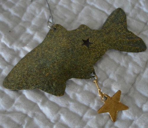 "RANA Handmade METAL FISH ORNAMENT w/ STAR Christmas Green 4"" Iridescent Fishing"