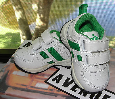 """Circo"" baby boy Athletic shoes/sneakers white and green in size 22"