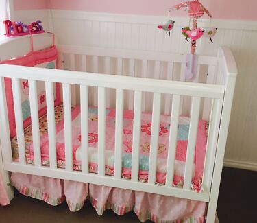 White Bertini Cot, Change Table and Mattress  Bonnells Bay Lake Macquarie Area Preview