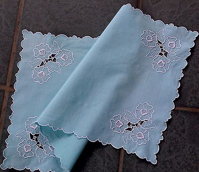 VINTAGE HAND EMBROIDERED CUTWORK Green / Turquoise TABLE Centre CLOTH