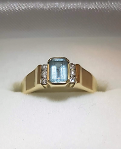 18ct yellow gold aquamarine ring. Gladstone Gladstone City Preview